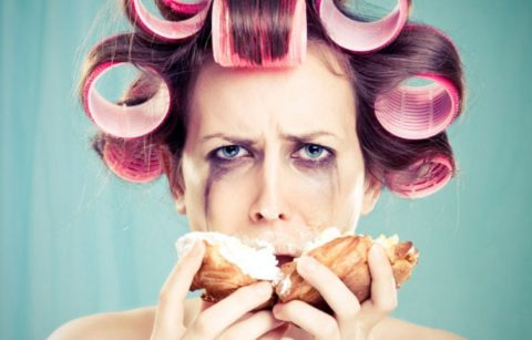 تناول الطعام للتعامل مع المشاعر السلبية